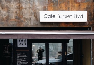 Cafe-Sunset-Blvd-food-on-fork